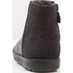 Camper ELEONOR Botki black. Czarne botki damskie na zamek Camper, z materiału. W wyprzedaży za 227,40 zł.