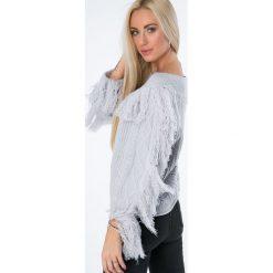 Swetry klasyczne damskie: Sweter dekolt w łódkę z frędzlami jasnoszary MISC4540