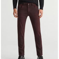 Jeansy slim fit - Brązowy. Brązowe jeansy męskie relaxed fit Reserved. Za 129,99 zł.