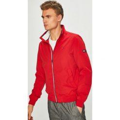 Tommy Jeans - Kurtka. Czerwone kurtki męskie bomber Tommy Jeans, l, z bawełny. Za 579,90 zł.