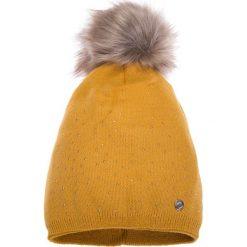 Musztardowa ciepła czapka QUIOSQUE. Czarne czapki zimowe damskie marki QUIOSQUE, na imprezę, z dzianiny, z kopertowym dekoltem, mini, dopasowane. W wyprzedaży za 49,99 zł.