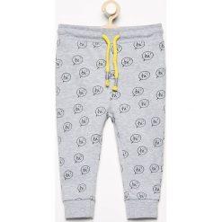 Chinosy chłopięce: Spodnie dresowe we wzory - Jasny szar