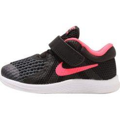 Nike Performance NIKE REVOLUTION 4 TDV GI Obuwie do biegania treningowe black/white/racer pink. Czarne buty do biegania damskie Nike Performance, z materiału, nike revolution. Za 129,00 zł.