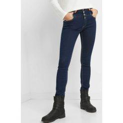 Jeansy skinny z wysokim stanem. Niebieskie jeansy damskie skinny marki Orsay, z bawełny, z podwyższonym stanem. Za 139,99 zł.