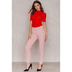 Gestuz Jeansy Piti - Pink. Różowe jeansy damskie marki Gestuz, z bawełny. W wyprzedaży za 176,78 zł.