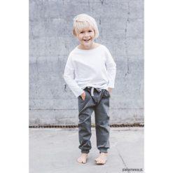 Joggers Basic Kids. Czerwone spodnie dresowe dziewczęce marki Pakamera, z dzianiny. Za 120,00 zł.