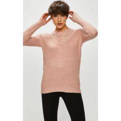 Vero Moda - Sweter Merla. Szare swetry klasyczne damskie Vero Moda, m, z dzianiny, z okrągłym kołnierzem. W wyprzedaży za 139,90 zł.