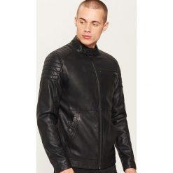 Kurtka z imitacji skóry - Czarny. Czarne kurtki męskie skórzane marki House, l, z nadrukiem. Za 229,99 zł.