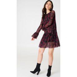 NA-KD Siateczkowa sukienka z okrągłym dekoltem - Multicolor. Szare sukienki mini marki NA-KD, z meshu, z okrągłym kołnierzem, proste. W wyprzedaży za 48,78 zł.