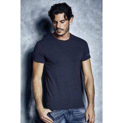 Męski T-shirt Enrico Coveri 1504 MB. Białe podkoszulki męskie marki B'TWIN, m, z elastanu, z krótkim rękawem. Za 44,99 zł.