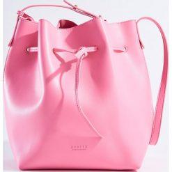 Torebka worek z kosmetyczką - Różowy. Czerwone torebki worki Mohito. W wyprzedaży za 59,99 zł.