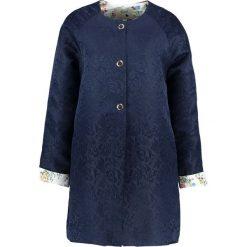 Płaszcze damskie pastelowe: Yumi Krótki płaszcz dark navy