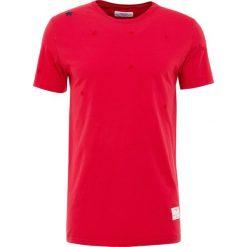 T-shirty męskie: The Editor SMALL STAR STITCH TEE Tshirt z nadrukiem red