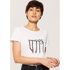 T-shirt z haftem - Biały. Białe t-shirty damskie marki House, l, z haftami. W wyprzedaży za 19,99 zł.