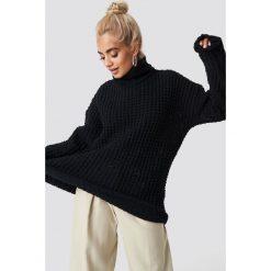 NA-KD Trend Gruby sweter oversize - Black. Białe golfy damskie marki NA-KD Trend, z nadrukiem, z jersey, z okrągłym kołnierzem. Za 161,95 zł.