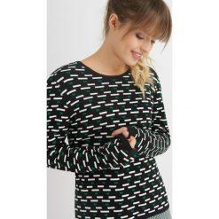 Swetry klasyczne damskie: Sweter z geometrycznym wzorem