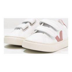 Veja ESPLAR SMALL VELCRO Tenisówki i Trampki extra white/dried petal. Białe trampki chłopięce marki Veja, z kauczuku. Za 329,00 zł.