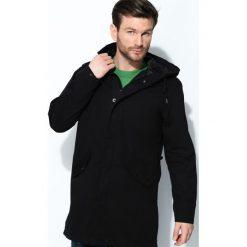 Czarna Kurtka Cities Lights. Czarne kurtki męskie marki Born2be, l, z aplikacjami, z dresówki. Za 234,99 zł.