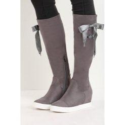 Szare Kozaki Hidden Lie. Czarne buty zimowe damskie marki Kazar, z futra, przed kolano, na wysokim obcasie, na koturnie. Za 79,99 zł.