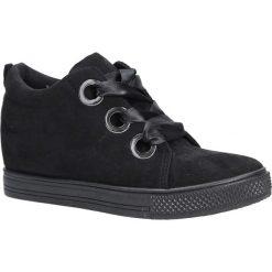 Czarne sneakersy na koturnie wiązane wstążką Casu TL65-1. Czarne sneakersy damskie Casu. Za 69,99 zł.