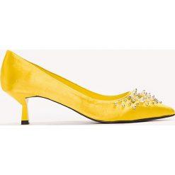 Buty ślubne damskie: NA-KD Shoes Satynowe czółenka z koralikami - Yellow