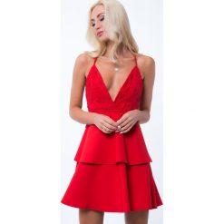 Sukienki: Sukienka z głębokim dekoltem i gipiurą czerwona ZZ310