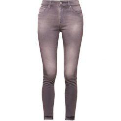 Boyfriendy damskie: AG Jeans FARRAH Jeansy Slim Fit light grey