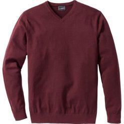Sweter z dekoltem w serek Regular Fit bonprix czerwony klonowy. Czerwone swetry klasyczne męskie bonprix, l, z dzianiny, z dekoltem w serek. Za 79,99 zł.