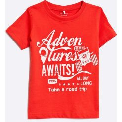 Name it - T-shirt dziecięcy 80-104 cm. Czerwone t-shirty chłopięce z nadrukiem Name it, z bawełny, z okrągłym kołnierzem. W wyprzedaży za 24,90 zł.
