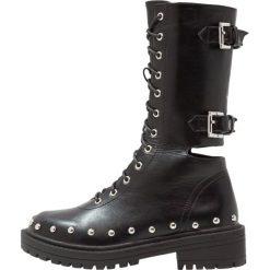 RAID JESSLYN Kozaki na platformie black. Czarne buty zimowe damskie marki Kazar, z futra, przed kolano, na wysokim obcasie, na koturnie. W wyprzedaży za 174,30 zł.