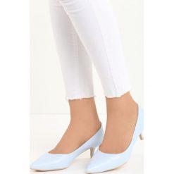 Niebieskie Czółenka Happy Nation. Niebieskie buty ślubne damskie Born2be, ze szpiczastym noskiem, na niskim obcasie, na szpilce. Za 49,99 zł.