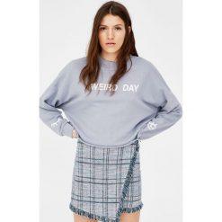 Bluzy damskie: Bluza cropped z napisem