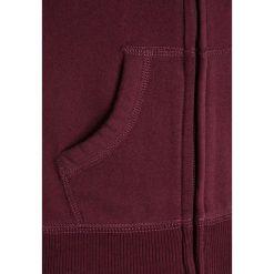 Abercrombie & Fitch ICON FULLZIP Bluza rozpinana burgundy. Czerwone bluzy dziewczęce rozpinane Abercrombie & Fitch, z bawełny. W wyprzedaży za 127,20 zł.