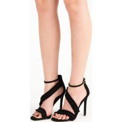 Sandały szpilki z falbanką ADRIAN. Czarne rzymianki damskie SEASTAR, na szpilce. Za 89,90 zł.