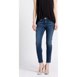 Wrangler - Jeansy. Niebieskie jeansy damskie Wrangler, z bawełny. W wyprzedaży za 199,90 zł.