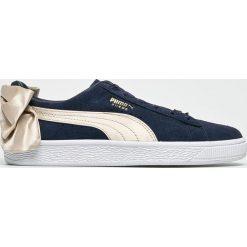 Puma - Buty Suede Bow Varsity Wn's. Szare buty sportowe damskie Puma, z materiału. W wyprzedaży za 349,90 zł.