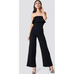 NA-KD Party Kombinezon bandeau z falbaną - Black. Szare kombinezony damskie marki Pepe Jeans, m, z jeansu, bez ramiączek. Za 202,95 zł.