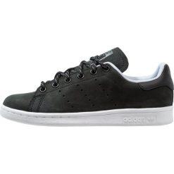 Adidas Originals STAN SMITH Tenisówki i Trampki core black/hires red. Czarne tenisówki damskie marki adidas Originals, z materiału. W wyprzedaży za 359,20 zł.