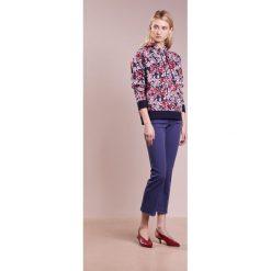 MAX&Co. DOLCETTO Bluza z kapturem midnight blue. Niebieskie bluzy rozpinane damskie MAX&Co., s, z materiału, z kapturem. W wyprzedaży za 569,50 zł.