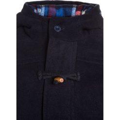 Noppies HILLIARD Krótki płaszcz dark blue. Niebieskie płaszcze dziewczęce Noppies, z materiału, krótkie. W wyprzedaży za 303,20 zł.