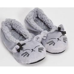 Kapcie damskie: Miękkie slippersy – Jasny szar