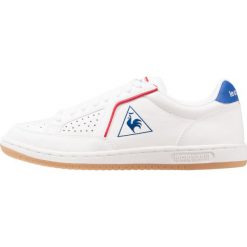 Le coq sportif ICONS LEA SPORT GUM Tenisówki i Trampki optical white/classic blue. Białe tenisówki damskie le coq sportif, z materiału. W wyprzedaży za 258,30 zł.