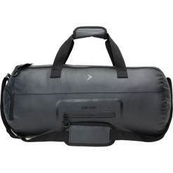 Torba sportowa TPU608A - czarny - Outhorn. Czarne torby podróżne Outhorn, w paski, z materiału. W wyprzedaży za 44,99 zł.