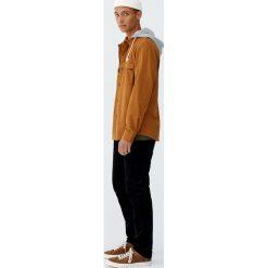 Koszula wierzchnia z serży z odpinanym kapturem. Szare koszule męskie Pull&Bear, m, z kapturem, z długim rękawem. Za 109,00 zł.