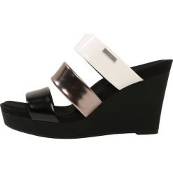 Klapki damskie: Calvin Klein JILEEAN Klapki black/pewter/plat white