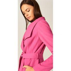 Płaszcze damskie pastelowe: Płaszcz z szalowym kołnierzem - Różowy