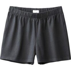 Gładkie lejące szorty 10-16 lat. Czarne spodenki chłopięce marki La Redoute Collections, z bawełny, klasyczne. Za 35,24 zł.