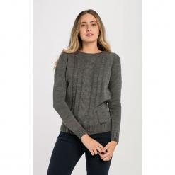 Sweter w kolorze szarym. Szare swetry klasyczne damskie Jimmy Sanders, l, ze splotem, z dekoltem w łódkę. W wyprzedaży za 99,95 zł.