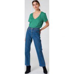 NA-KD Basic T-shirt z dekoltem V - Green. Różowe t-shirty damskie marki NA-KD Basic, z bawełny. W wyprzedaży za 20,48 zł.