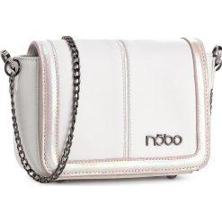 Torebka NOBO - NBAG-0670-C000 Biały Z Różowym. Białe listonoszki damskie marki Nobo, ze skóry ekologicznej. W wyprzedaży za 119,00 zł.